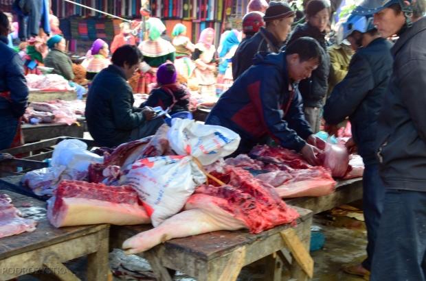 Wietnam, Bac Ha, market - stoisko mięsne