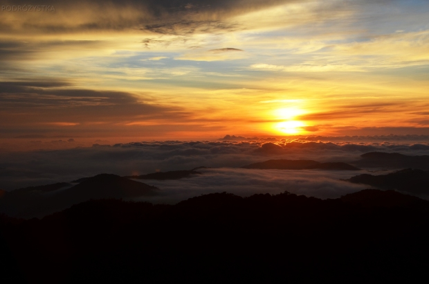 Malezja, Cameron Highlands, wschód słońca na szczycie góry Gunung Brinchang
