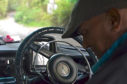 Malezja, Cameron Highlands, taksówkarz Ginu za kierownicą Mercedesa 190D z rocznika 1960'