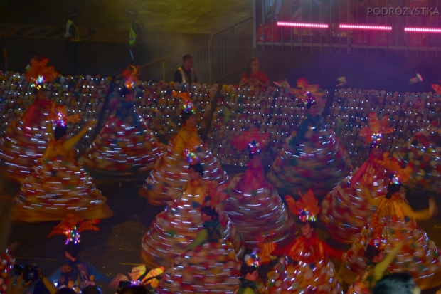 Singapur, parada Chingay 2015, świecące sukienki