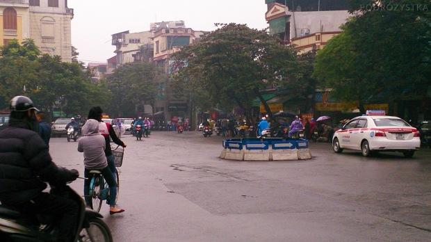 Wietnam, Hanoi, znajdź rondo (na rondzie w prawo!)