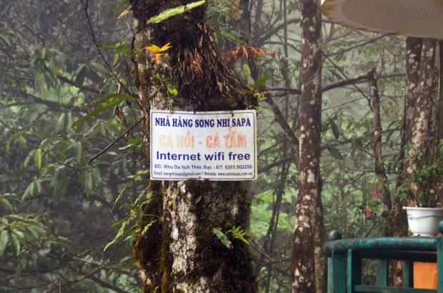 Wietnam, okolice Sa Pa, darmowy internet przy wodospadzie
