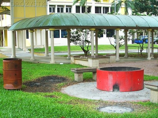Singapur, osiedlowa spalarnia papieru