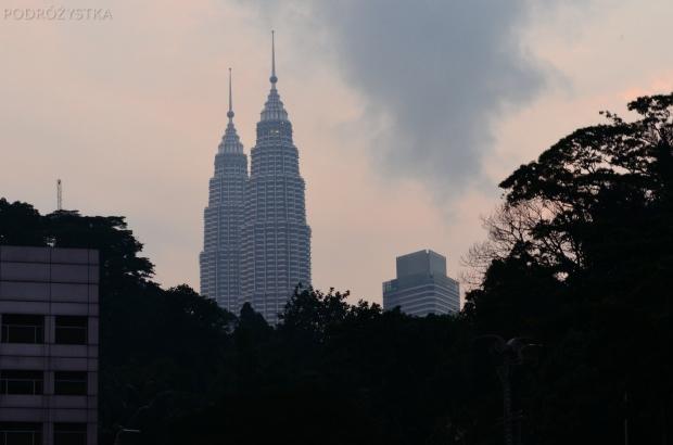 Malezja, Kuala Lumpur, Petronas Towers, 7.00 rano