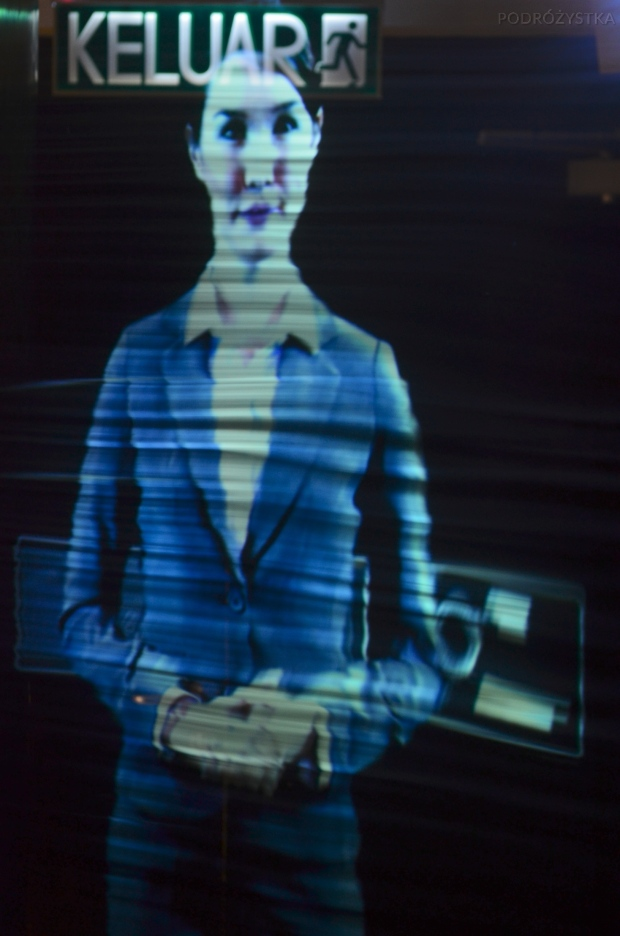 Malezja, Kuala Lumpur, Petronas Towers, hologram opowiadający historię budynku
