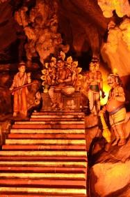 Malezja, okolice Kuala Lumpur, Batu Caves - jaskinie Batu, rzeźby w głównej jaskini