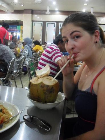 Malezja, w drodze do Melacci, świeży kokos