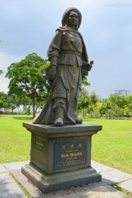 Singapur, Chinese and Japanese Garden - Ogród Chiński i Japoński - posąg Mulan! Bajka nie była więc historyjką wyssaną z palca