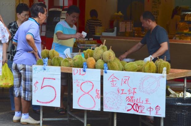 Singapur, Ghim Moh market, śmierdzące duriany