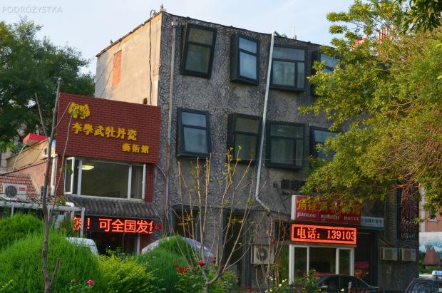 Chiny, Pekin, widać Chińczycy też lubią popić na budowie