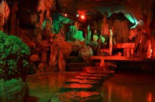 Chiny, okolice Mutianyu, Water Curtain Cave of the Great Wall, jaskinia u podnóża Wielkiego Muru Chińskiego