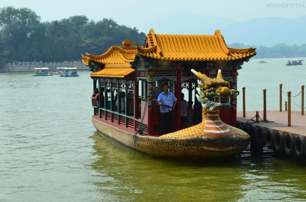 Chiny, Pekin, Summer Palace, łódki na jerziorze Kunming