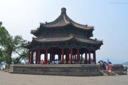 Chiny, Pekin, Summer Palace, pawilon przy brzegu jeziora