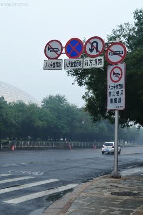 Chiny, Pekin, i choćby stawili jeszcze dwa takie znaki - i tak będą trąbić