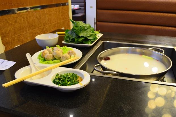 Chiny, Pekin, restauracja z daniami zrób-to-sam