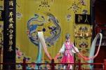 Chiny, Pekin, Hu Guang Guild Hall, Tradycyjna Opera Pekińska, odsłona druga, taniec z szarfami