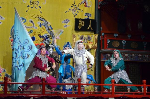 Chiny, Pekin, Hu Guang Guild Hall, Tradycyjna Opera Pekińska, wojownicy z ludu (dla mnie wyglądają jak krasnale)