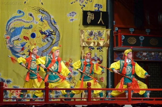 Chiny, Pekin, Hu Guang Guild Hall, Tradycyjna Opera Pekińska, odsłona trzecia, wojownicy władcy