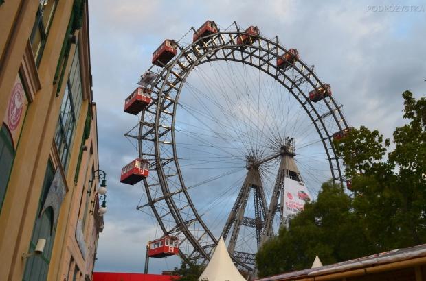 Austria, Wiedeń, koło w parku rozrywki Prater - symbol miasta