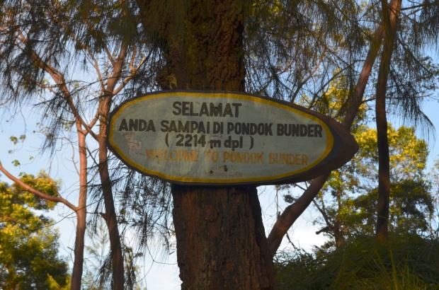 Indonezja, wyspa Java, wulkan Ijen - punkt ważenia koszy z siarką