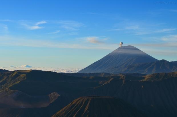 Indonezja, wyspa Java, okolice wulkanu Bromo, wulkan puścił bąka ;)