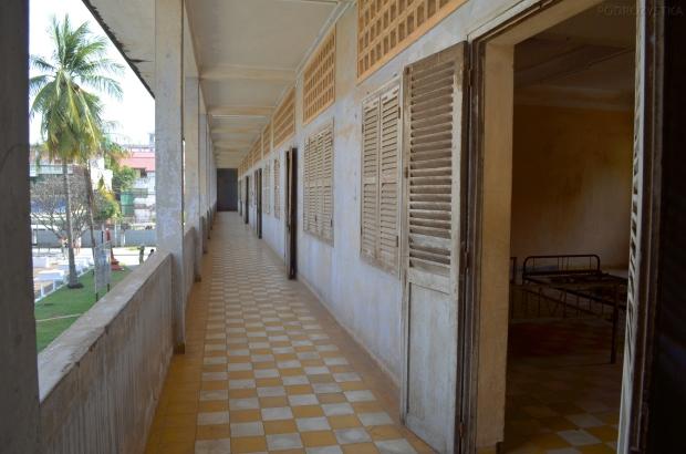Kambodża, Phnom Penh, muzeum ludobójstwa Tuol Sleng, budynek A, klasy szkolne przerobione na cele więzienne