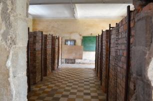 Kambodża, Phnom Penh, muzeum ludobójstwa Tuol Sleng, klasa szkolna przerobiona na cele więzienne