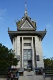 Kambodża, Phnom Penh, Killing Fields, stupa (buddyjska budowla sakralna), w której złożono szczątki pomordowanych