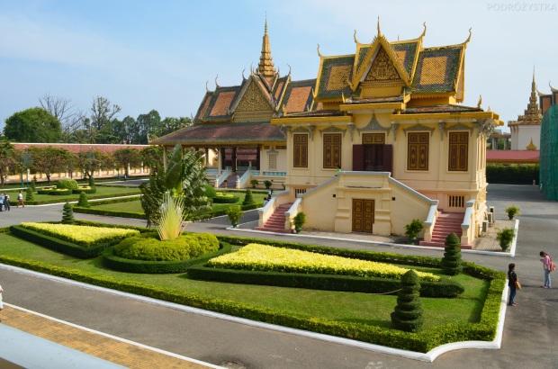 Kambodża, Phnom Penh, kompleks Pałacu Królewskiego, widok z sali tronowej