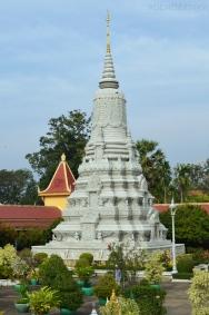 Kambodża, Phnom Penh, kompleks Pałacu Królewskiego, jedna z wielu stup