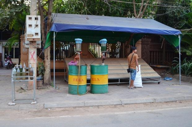 Kambodża, Siem Reap, przydrożna stacja paliw