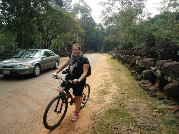 Kambodża, Siem Reap, rowerem przez Angkor Wat