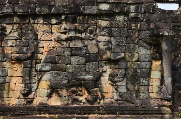 Kambodża, Siem Reap, rzeźby wzdłuż tarasu słoni