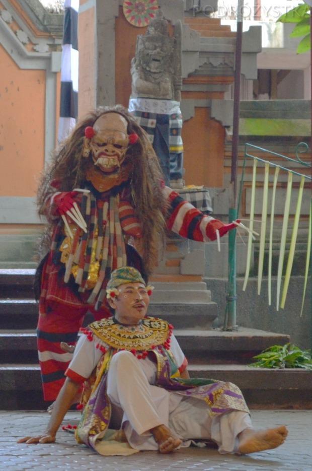 Indonezja, wyspa Bali, Barong and Kris dance, ten potwór kojarzy mi się ze Slipknotem