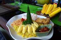 Indonezja, wyspa Bali, obiad z widokiem na tarasy ryżowe
