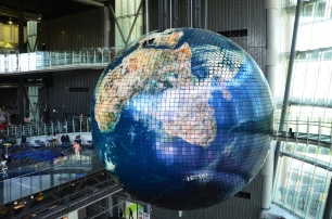 Japonia, Tokio, Mirai-kan (Centrum Nauki), ogromny globus-ekran