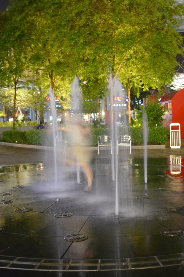 Singapur, Sentosa, biegi przez fontannę ;)