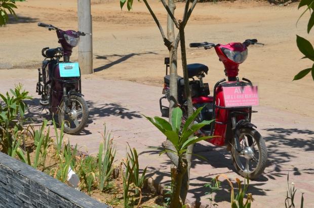 Birma (Mjanma), Bagan, motorynki na wynajem - kusiły, ale wybrałyśmy dreptanie