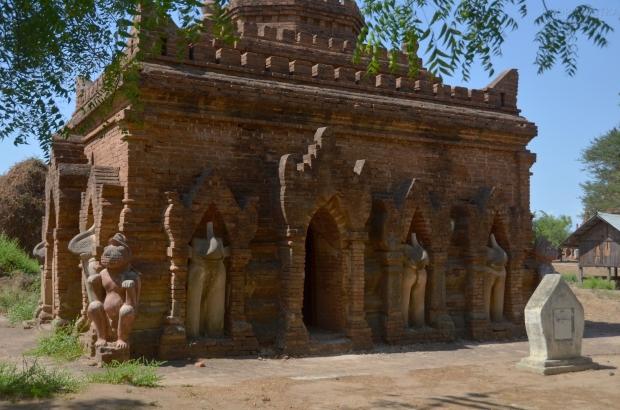 Birma (Mjanma), Bagan, świątynia z rzeźbami słoni