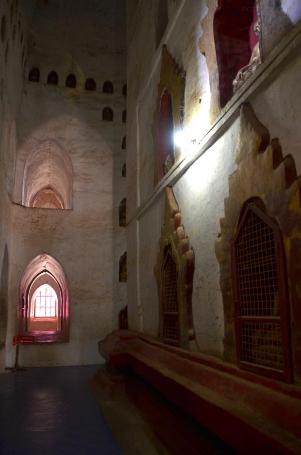 Birma (Mjanma), Bagan, korytarze świątyni Ananda Phaya