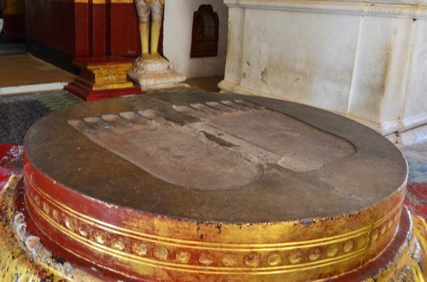 Birma (Mjanma), Bagan, odcisk stóp Buddy w świątyni Ananda Phaya