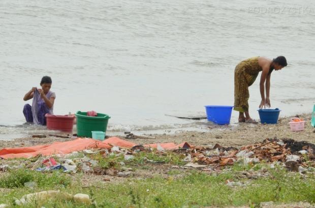 Birma (Mjanma), Mingun, pranie w rzece