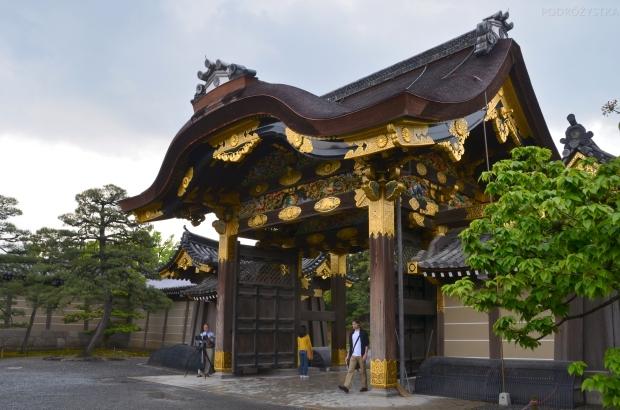 Japonia, Kyoto, kompleks zamkowy Ninjo-jo, brama prowadząca do Ninomaru Palace