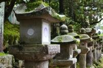 Japonia, Nara, latarnie prowadzące do Kasuga Taisha