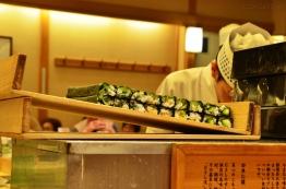 Japonia, sushi maki czekają na pocięcie