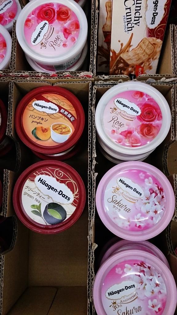 Japonia, lody: dyniowe, różane, zielona herbata, kwiat wiśni