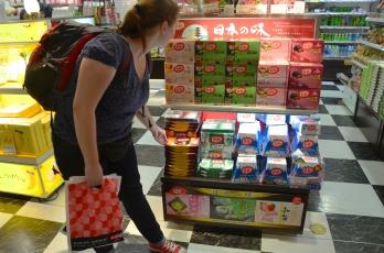 Japonia, raj KitKatowy: kwiat wiśni, wasabi, sernik, czerwona fasolka, truskawka, pudding i co tylko