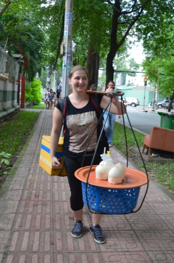 Wietnam, Ho Chi Minh City (Sajgon), lady, buy coconut, cheap price for you!!!