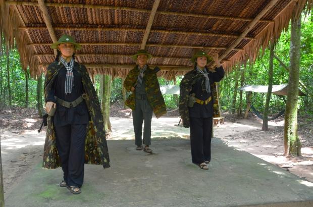 Wietnam, Cu Chi, Cu Chi Tunnels (Ben Duoc), inscenizacja - partyzanci z Wietkongu