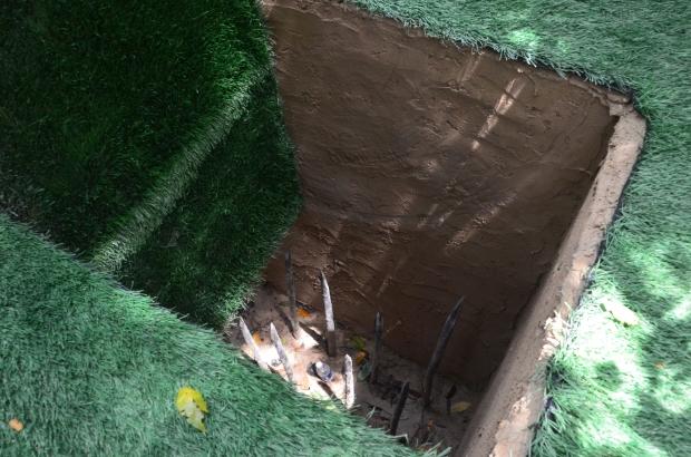 Wietnam, Cu Chi, Cu Chi Tunnels (Ben Duoc), jedna z wielu pułapek na intruzów